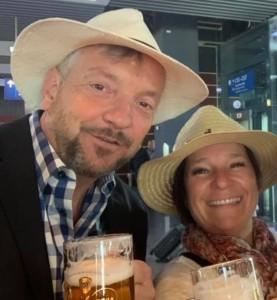 Roger und Myriam am Flughafen